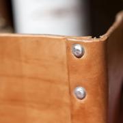 Allround-draagtas-leer-van-tuigleer-duurzaam-eerlijk-klinknagels-Goeters