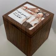 Houten-kistje-met-handgemaakte-emaille-gedenkplaat-goeters-Jacqueline-Jimmink