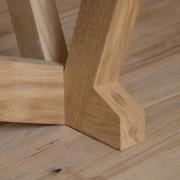 detail-van-de-pengat-verbinding-van-de-tafelpoot