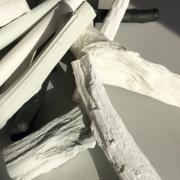 Takken en Takjes van porselein maken samen een gedenkobject Goeters