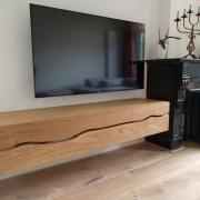 TV meubel met de boomstam lijn in eiken Goeters