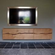 Zwevend dressoir in massief eiken met live edge Goeters