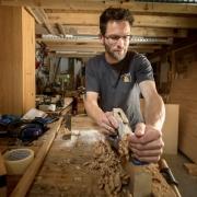 Meubelmaker en vormgever in hout Egbert Jan vakman bij Goeters