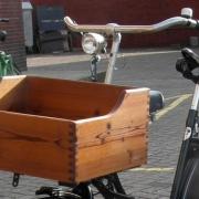 Stijvolle houten fietskrat Goeters