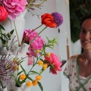 Bloemenvaas in meer delen van Floortje Roetemeijer keramistee bij Goeters