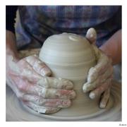 Draaien van keramiek, steengoed bij Goeters