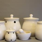 Keukenpotten handgemaakt steengoed door Floortje Roetemeijer Goeters
