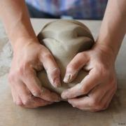 Pottenbakken of draaien van steengoed bij Goeters