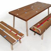 Tafel en bankjes van reclyclede gymzaalvloer