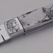 Handgravure-op-lemmet-van-een-mes-handwerk-van-graveur-Jacqueline-Jimmink-Goeters