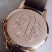 Monogram-op-horloge-met-hand-ge-geraveerd-door-Jacqueline-Jimmink-Goeters