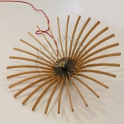 Hanglamp upcylce design van houten kledinghangers Goeters jpg