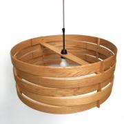 HAnglamp-van-massief-hout-met-de-handgebogen-Goeters
