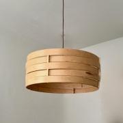 Hanglamp van hout gebogen ringen in esdoorn