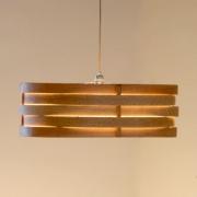Hanglamp-van-hout-geeft-warm-licht-Goeters-