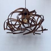 Hanglamp-Krul-no.-1-van-gebogen-notenhout-Maarten-Barnhoorn-Goeters