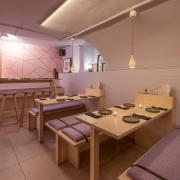 Handlampje Tulp porselein in sushi restaurant Utrecht