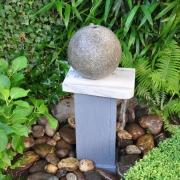 Hergebruik van natuurstenen graf in fontein Goeters
