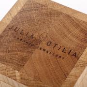 inscriptie-tekst-of-logo-op-handgemaakte-houten-kistje-goeters