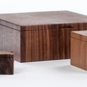 maten-handgemaakte-houten-doosjes-op-een-rij-goeters