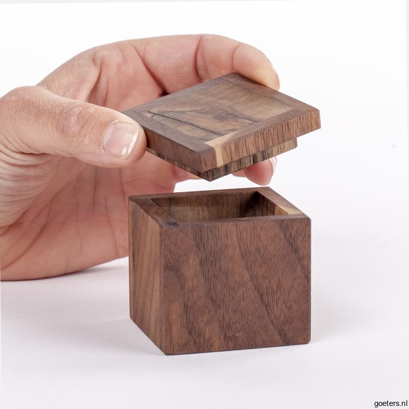 Klein handgemaakte houten kistje voor kleinood speciaal for Hout voor traptreden