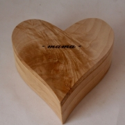 Askistje-in-hartvorm-hout-Goeters-gedenkgoed
