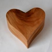 Houten-hart-kistje-askistje-Gedenkgoed-goeters-kersenhout