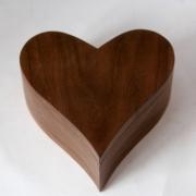 Kistje-Amerikaans-notenhout-hartje-Goeters-askistje-gedenkgoied