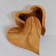 Kistje-in-hart-vorm-gedenkgoed-herinnering-troost-Goeters