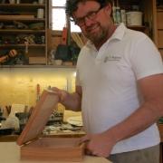 Meubelmaker Theo maker van houten kistjes en koffers Goeters (1)
