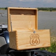 Custom made topkoffer voor de motor van massief hout Goeters