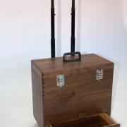 Houten trolleykoffer custom made koffer bij Goeters