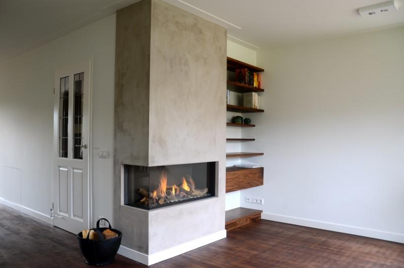 Houten Planken Voor Muur.Nbouwkast Met Zwevende Planken Buroblad En Dressoir