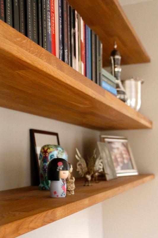 Onzichtbaar Ophangsysteem Voor Planken.Nbouwkast Met Zwevende Planken Buroblad En Dressoir