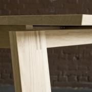 Detail van een tafelpoot