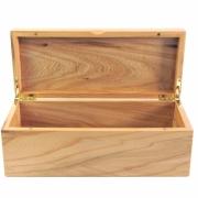 Kistje van HOllands kersenhout afgewerkt met hardwaxolie Goeters