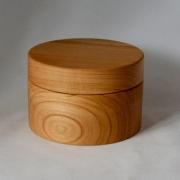 Rond-kistje-met-de-hand-gedraid-uit-massief-hout-Goeters