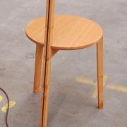 Stevig driepotig tafeltje met lamp Goeters