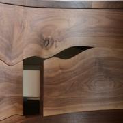 Detail van boomstam vorm en ronding van de lade Goeters