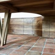 Maatwerk meubels van massief noten kast tafel bureau live edge