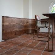 Inbouwkast met live edge lijnen deurtjes en laden Goeters