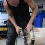 Metaal kunstenaar maakt auping stamboom Goeters