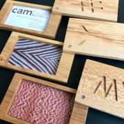 Pasjeshouder of visitekaartjeshouder van hout custom made Goeters