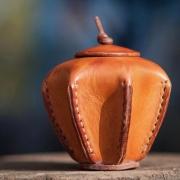 Lerenlampion-urn-met-aszakje-Paulus-Goeters-2