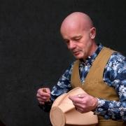 Paulus-van-Idoon-leerbewerker-maakt-leren-lampion-urn-Goeters