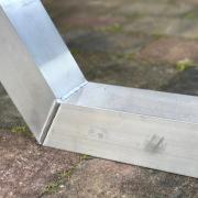 Aluminium-onderstel-meruw-uitvoering-onbehandeld-met-lasnaad-Goeters