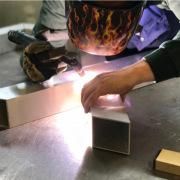 HAndgemaakte-picknicktafel-design-eiken-aluminium-op-maat-Goeters