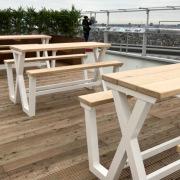 Amsterdams-dakterras-met-picknicktafel-van-Goeters-Tim-Ebergen