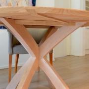 Uitgekiend ontwerp voor stevige maar slanke ronde tafel Goeters