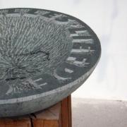 Detail van letters in steen op schaal Goeters.